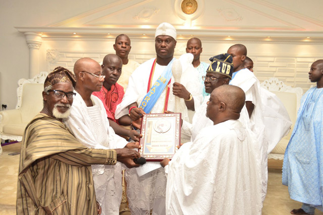 "Ooni Ogunwusi receives "" Extraordinary Ambassador Of Peace Award"" , Calls  For The Sustainability Of Yoruba Unity."