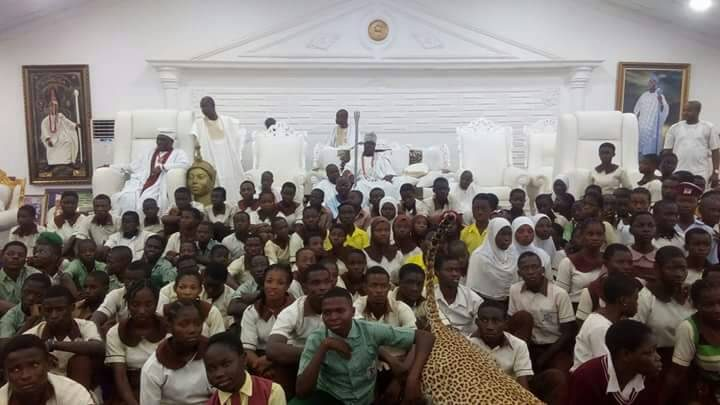 270 Secondary  School  Students get  Scholarships From the Ooni Of Ife